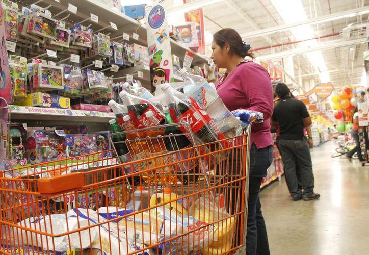 Algunas familias compran lo mejor para preparar sus cenas favoritas de fin de año. (Redacción/SIPSE)