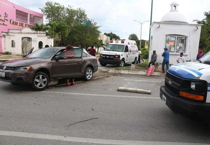 La conductora fue trasladada al Ministerio Público por el delito de lesiones y daños. (Redacción/SIPSE)