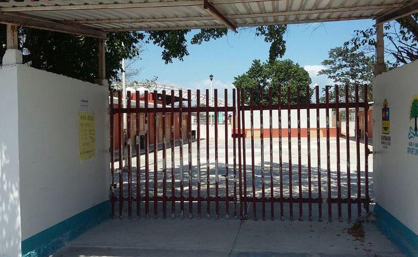 La última inversión que realizó Ifeqroo en la escuela, como parte del programa Escuelas al CIEN fue de un millón 300 mil pesos para mantenimiento. (Joel Zamora/SIPSE)