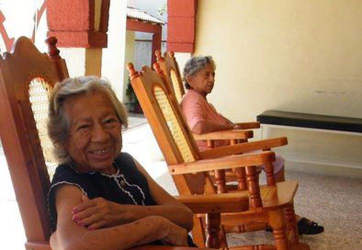 """""""Buscamos eliminar estereotipos que puedan tener las personas jóvenes sobre los adultos mayores"""", indicó María Teresa Vázquez Baqueiro. (Archivo SIPSE)"""