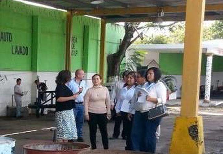 Regidores acudieron a la Central de Mantenimiento Vehicular a verificar personalmente el estado de vehículos del Ayuntamiento. (Cortesía)