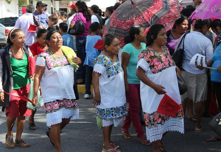 Cada vez menos personas hablan la lengua indígena y en muy pocos lugares se da la enseñanza  del idioma para que pueda perdurar entre los niños y jóvenes. (Joel Zamora/SIPSE)