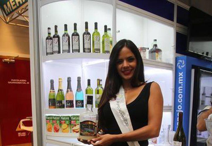 En la exposición se ofrecen muchos productos para la industria de la hospitalidad. (Israel Leal/SIPSE)