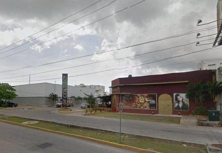 Un sujeto fue herido de bala el fin de semana cuando salía de un céntrico bar de Cancún. (Redacción/SIPSE)