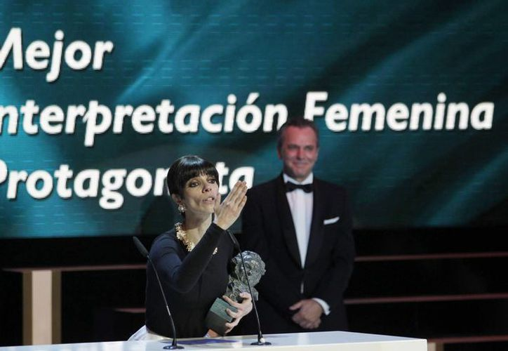 La actriz Maribel Verdú agradece el Premio Goya que le fue entregado como Mejor Actriz. (Agencias)