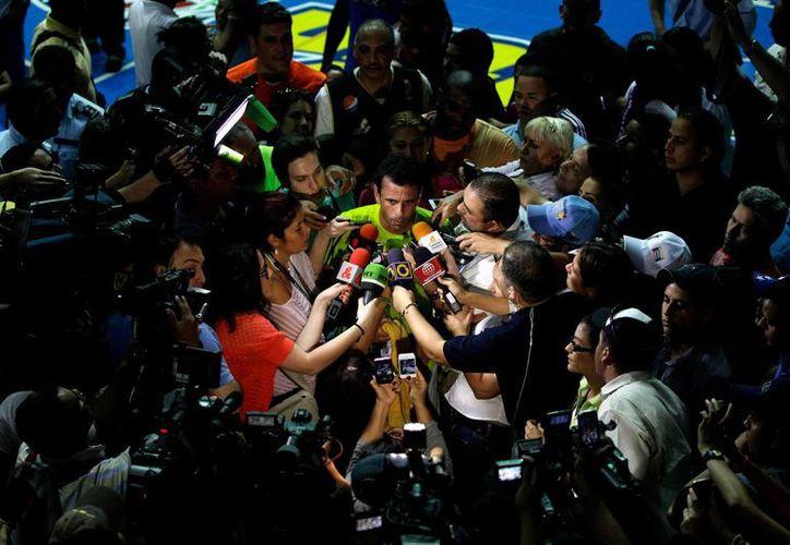 El opositor Henrique Capriles, que hace unos meses perdió elecciones ante Chávez, ahora se enfrenta a su sucesor. (Agencias)