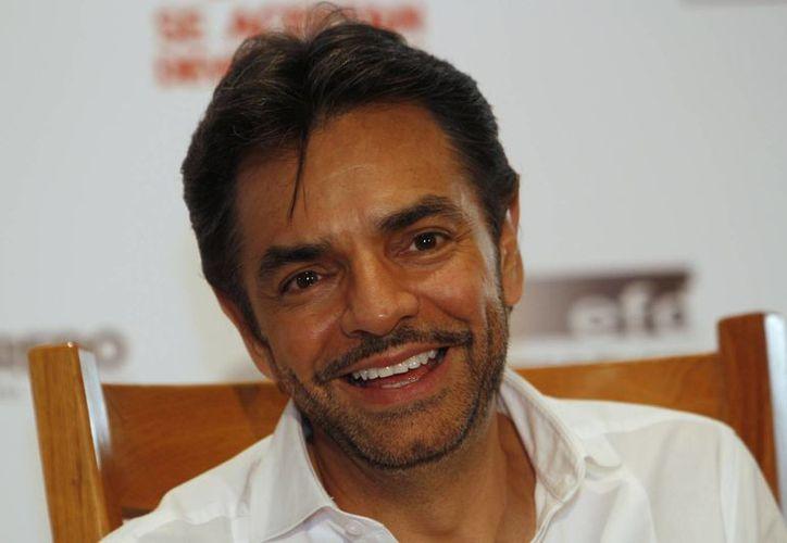 A pesar de la presión de Televisa para Derbez siga trabajando para ella, la experiencia de hacer su propia película lo ha llevado a pensar en alejarse de la pantalla chica. (Agencias)