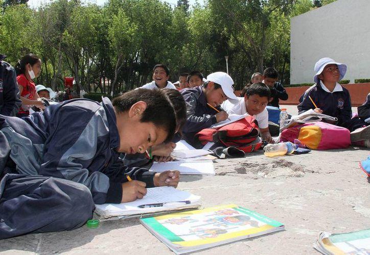 Según las autoridades, se identificaron 6 mil 700 centros educativos que carecen de este servicio fundamental. (Archivo/Notimex)