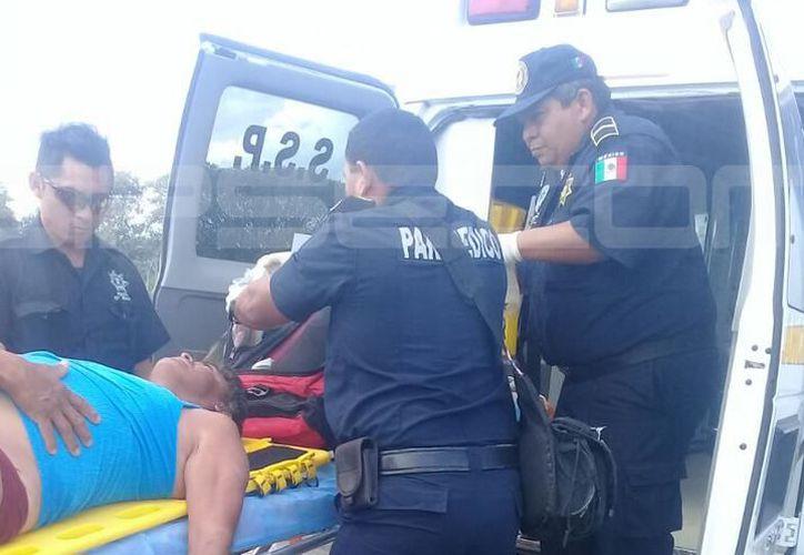 Paramédicos de la Secretaría de Seguridad Pública llegaron al lugar para atender al pescador, pero él ya había fallecido. (SIPSE)