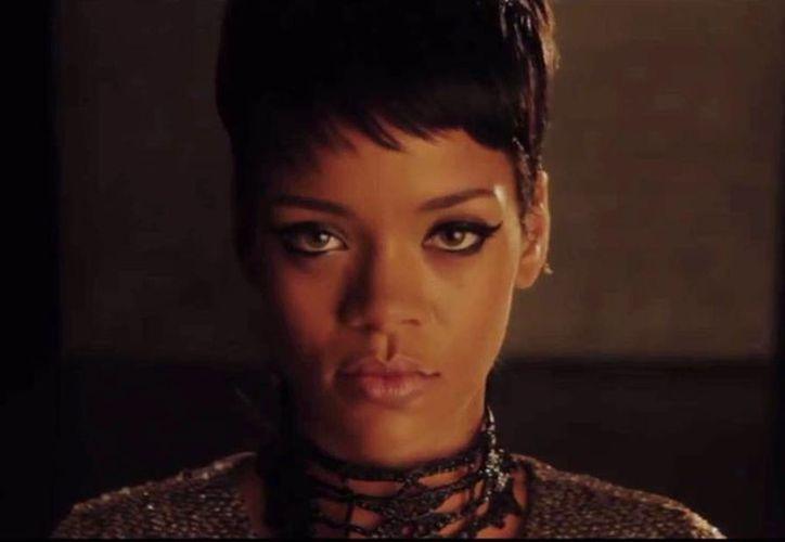 Rihanna aparece en un nuevo proyecto bizarro acompañada de Ashton Kutcher y Mila Kunis. (Captura de pantalla de YouTube)
