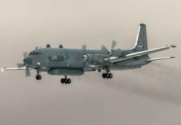 En el avión derribado murieron los 15 tripulantes que viajaban a bordo. (La Jornada)