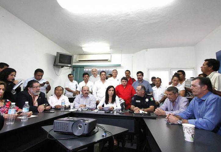 La reunión de trabajo se realizó en la oficina de representación en Cancún de la Secretaría de Turismo. (Francisco Galvez/SIPSE)