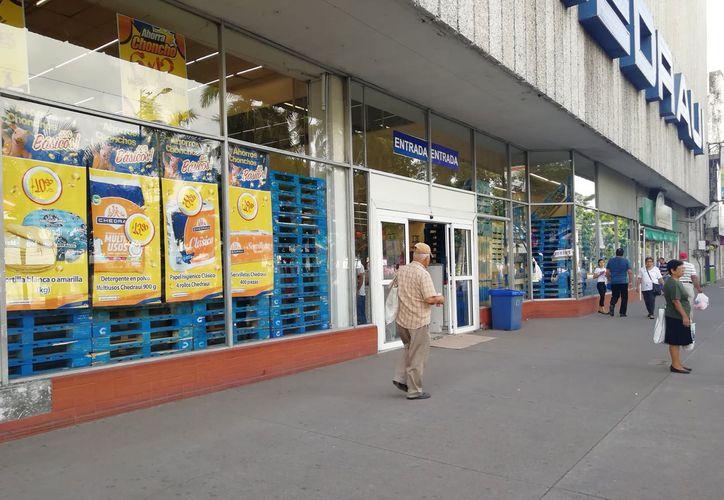 El gobernador Miguel Ángel Yunes Linares rechazó que existan amenazas de posibles saqueos a negocios. (Milenio)