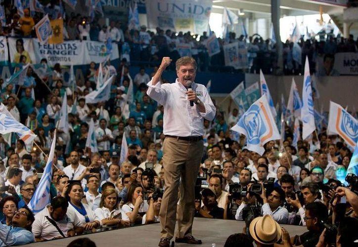 Francisco Vega de Lamadrid en la toma de protesta como candidato a la gubernatura de Baja California. (Facebook oficial)