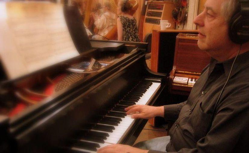 La Academia de Hollywood decidió rescindir la nominación al Oscar obtenida por Bruce Broughton en la categoría de mejor canción original, tras descubrir que éste había roto las reglas de participación.(scoringsessions.com)