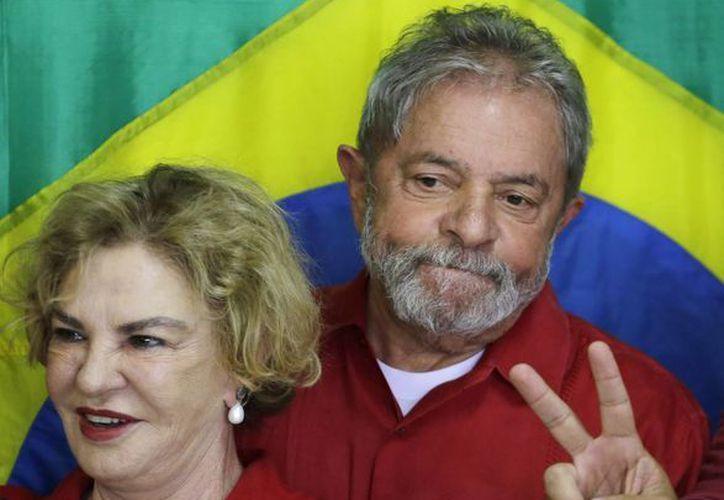 Lula deseó, vía Twitter, que su esposa se recupere pronto. (AP/Nelson Antoine)