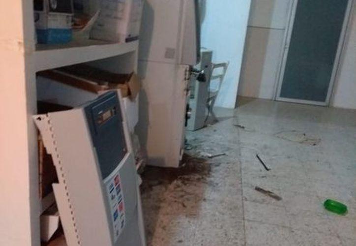 Delincuentes  intentaron sustraer el cajero automático ubicado dentro del Sesa. (Redacción/SIPSE)