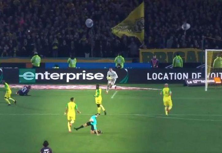 El árbitro central francés, Tony Chapron fue sancionado con tres meses sin actividad en la Liga 1 de Francia. (Contexto/Internet)