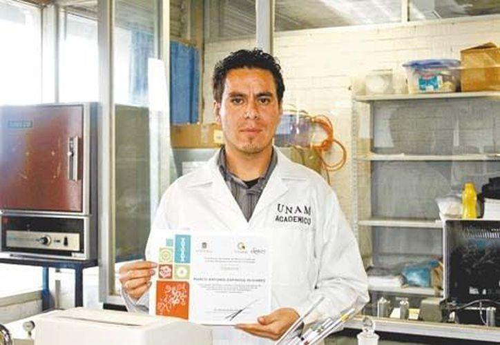 Marco Antonio Espinosa egresó de la maestría en ciencias químicas. (Milenio)