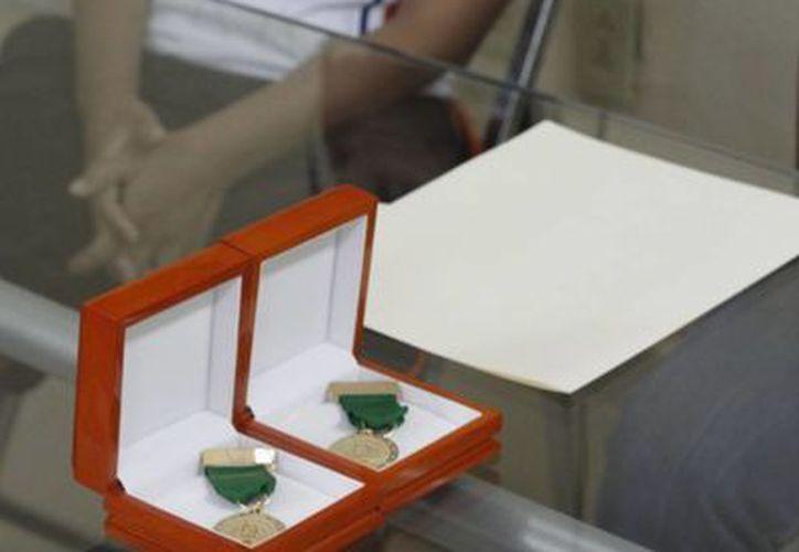 Explicaron que el recurso estaba contemplado en el Presupuesto de Egresos 2013, para la compra de dos medallas de 18 quilates. (Archivo/SIPSE)