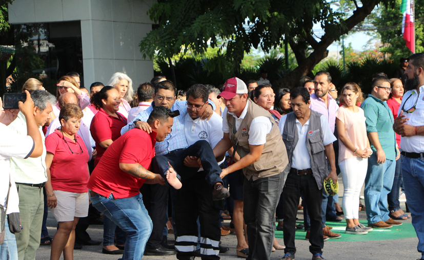 En el municipio de Benito Juárez se llevaron a cabo varios ejercicios, en el palacio municipal, hoteles y en la playa, con el objetivo de responder de forma eficiente ante un desastre. (Paola Chiomante/SIPSE)