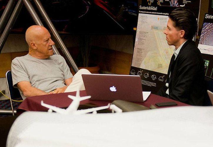 Norman Foster (izq) y Fernando Romero se reunieron en el Distrito Federal con autoridades federales para presentarles su proyecto del nuevo aeropuerto para la Ciudad de México. (Milenio)
