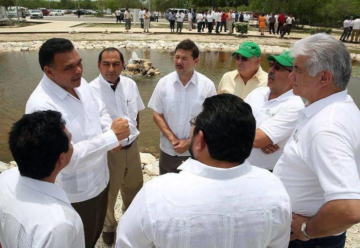 Imagen de Rolando Zapata Bello en la puesta en marcha del  Programa de Certificación 'Talento TI Yucatán' en el Parque Científico y Tecnológico. (Milenio Novedades)