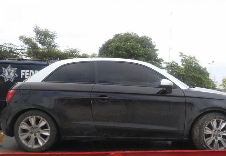 La Policía logró asegurar un vehículo, Audi, negro, con  reporte de robo. (Redacción/SIPSE)