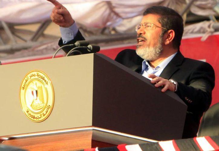 El jefe del Estado, Mohamed Mursi, ofreciendo un discurso en la plaza Tahir, en El Cairo. (Archivo/Archivo)