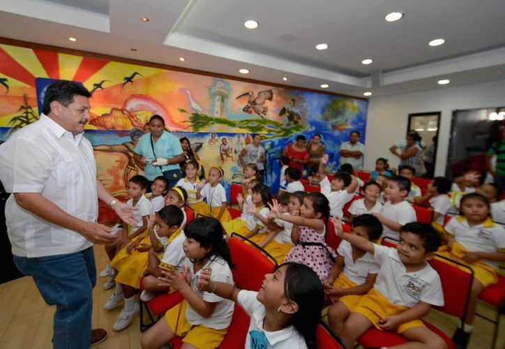 El proyecto de la escuela María Enriqueta Camarillo y Roa, fue apoyado por el presidente de Isla Mujeres, Agapito Magaña Sánchez. (Redacción/SIPSE)