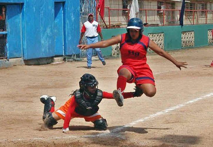 Alista el primer campeonato estatal de sóftbol categoría libre con seis municipios. (Redacción/SIPSE)