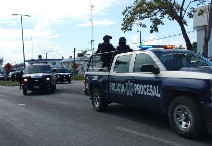 La Dirección General de Seguridad Pública y Tránsito Municipal incrementó el patrullaje del personal, tanto en unidades motrices como pedestre, en busca de minimizar los delitos. (Daniel Tejada/SIPSE)