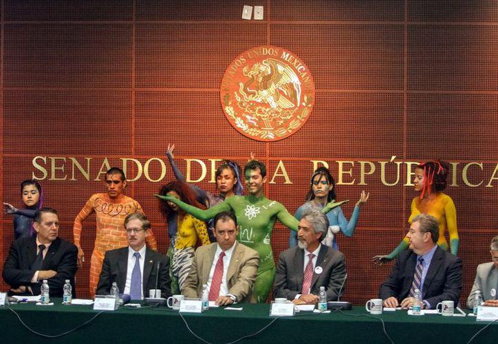 """Los legisladores federales participaban en un foro con el que dio inicio la consulta nacional para integrar una """"Agenda Ciudadana de Ciencia, Tecnología e Innovación"""". (Agencia Reforma)"""