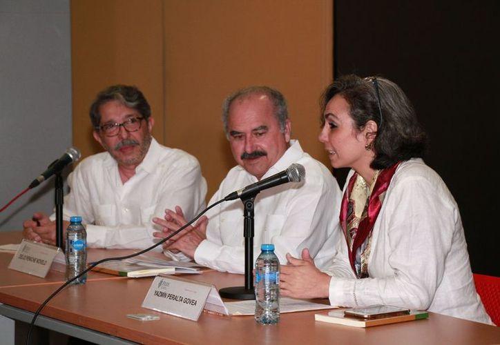 La Uady, la Segey y el Colegio de Psicólogos presentaron el libro. (Milenio Novedades)