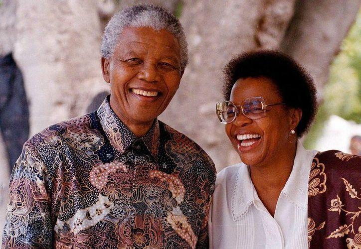 La familia de Mandela pidió a los sudafricanos adoptar 'el espíritu de dar y compartir'. (EFE)