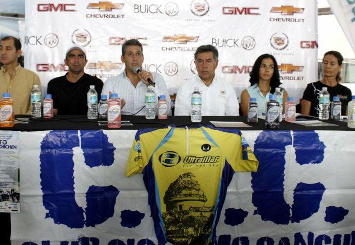 """En conferencia de prensa anunciaron que las inscripciones siguen abiertas para el """"Reto Cancún-Chichen. (Francisco Gálvez/SIPSE)"""