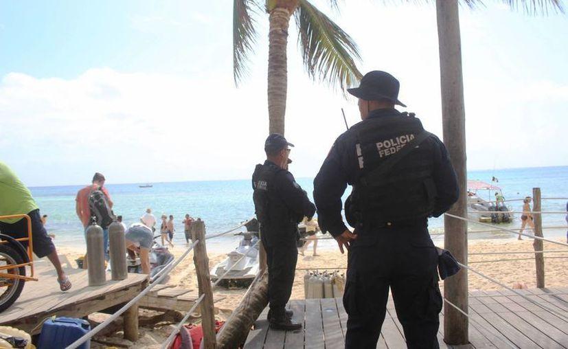 La Policía Federal y Municipal refuerzan la vigilancia en los alrededores del bar. (Foto: Octavio Martínez)