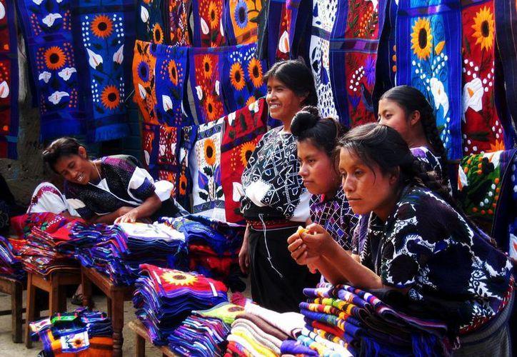 La cultura e identidad del pueblo se convierte en algo limitado.(kimtourspalenque.com)