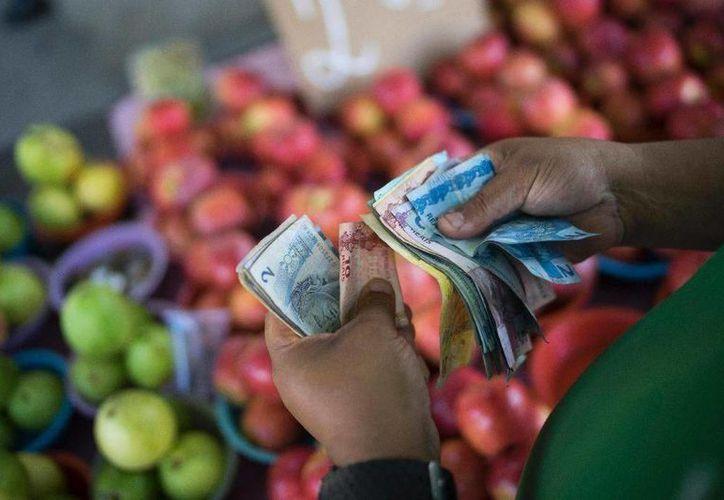 La inflación del 9.5 por ciento en la economía brasileña reduce cada vez más el nivel de vida de los ciudadanos. Esto aunado al desempleo y a la corrupción producen una de las mayores crisis económicas en el país sudamericano. (Imágenes de AP)