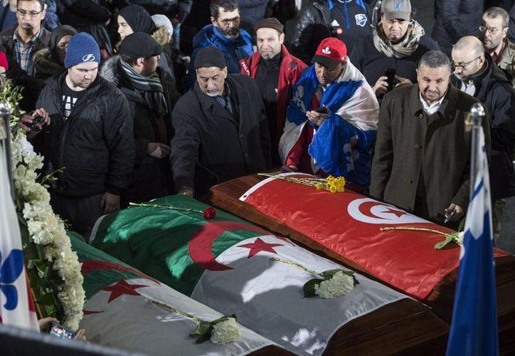 El primer ministro de Canadá acudió a la ceremonia fúnebre por las personas muertas en el ataque a una mezquita de Quebec, ocurrido el pasado domingo. (Paul Chiasson/The Canadian Press via AP)