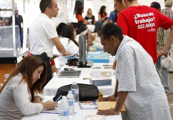 A pesar de los resultados estadísticos, sólo dos de cada 10 de los que terminan una carrera consiguen un empleo. (Archivo/SIPSE)