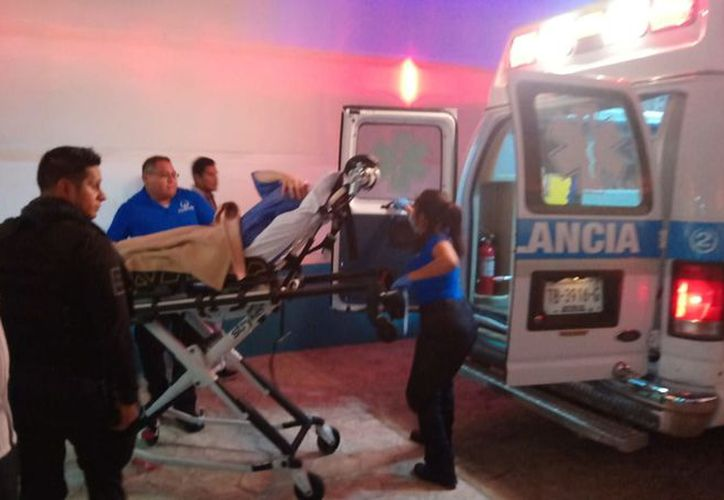 El presunto sicario fue trasladado al hospital para su atención al estar lesionado de la oreja y antebrazo. (Foto: Redacción/SIPSE)