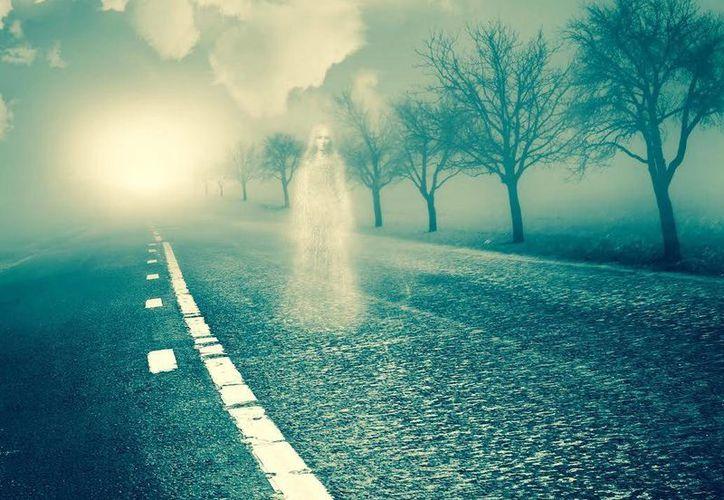 Muchas personas han visto a fantasmas en carreteras, que son las almas en pena de quienes fallecen allí. (Jorge Moreno/Milenio Novedades)