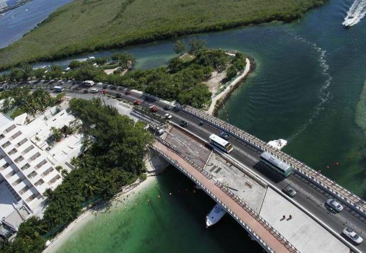 Ambientalistas buscarán evitar, por medio de demanda,  que se lleve a cabo la construcción de un muelle en el Malecón Tajamar. (Israel Leal/SIPSE)