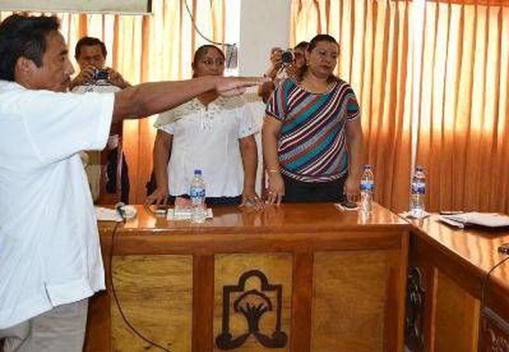El nuevo síndico agradeció la confianza y el apoyo otorgados a su persona, manifestando que cumplirá los compromisos con la ciudadanía. (Redacción/SIPSE)