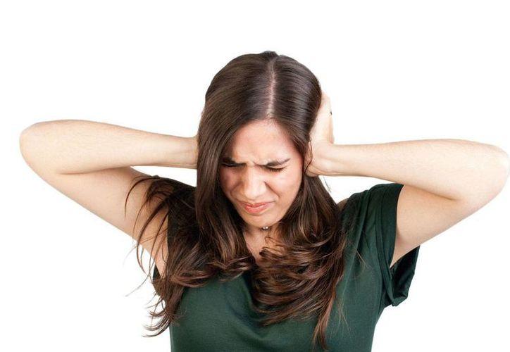Sugieren una revisión cada año de los oídos y limitar el uso de audífonos. (Milenio Novedades)