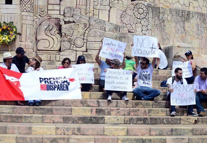 La manifestación se realizó en el Monumento a la Bandera. (Luis Pérez/SIPSE)