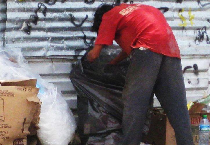 Martín apoya a todos los indigentes a reintegrarse con su familia sino ayudarlos en lo que necesiten. (Archivo/SIPSE)