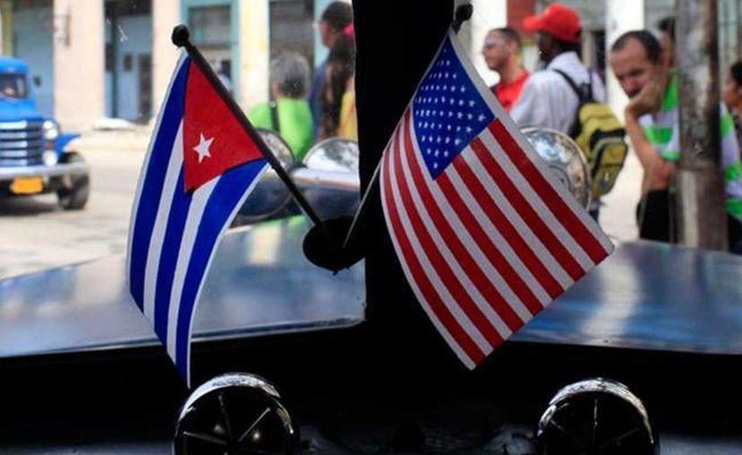La mayoría de los estadounidenses aprobaron el deshielo de las relaciones entre Estados Unidos y Cuba, y opinaron que gobierno estadounidense debería levantar por completo su viejo embargo contra la isla. (Archivo/Agencias)