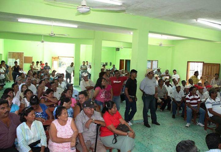 Acudieron a la asamblea aproximadamente 400 de los 597 ejidatarios. (Edgardo Rodríguez/SIPSE)